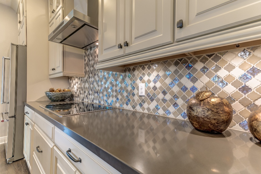 Choosing a Backsplash Within Your Kitchen Design Budget