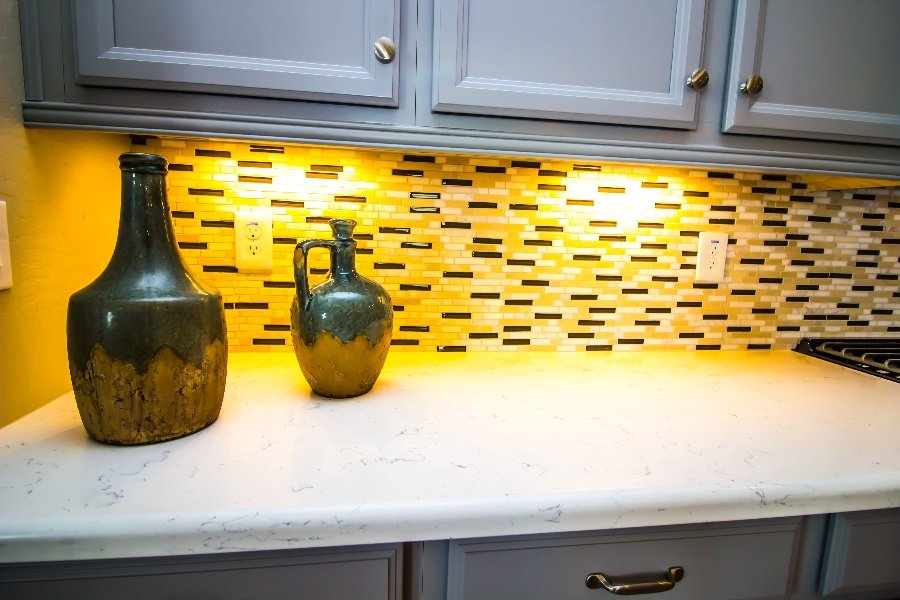 How to Choose Under-Cabinet Lighting for Your Kitchen